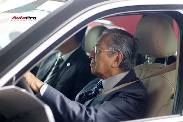 Thủ tướng Malaysia lái thử VinFast Lux SA2.0: Xe đẹp, khoẻ nhưng tiếc chưa được lái với tốc độ cao hơn 100km/h - Ảnh 3.