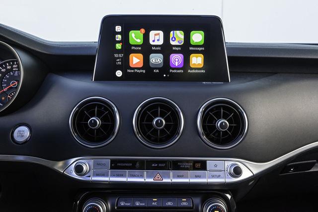 Tưởng hay mà nhiều công nghệ trên xe đang bị người dùng ghét bỏ: Có hỗ trợ giữ làn đường - Ảnh 1.