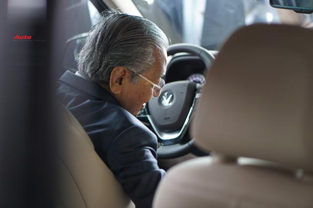 [Video] 1 vòng lái thử VinFast Lux SA2.0 của Thủ tướng Malaysia: 10 phút quý giá của hãng xe Việt - Ảnh 5.