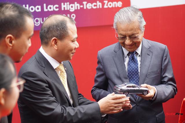 [Video] 1 vòng lái thử VinFast Lux SA2.0 của Thủ tướng Malaysia: 10 phút quý giá của hãng xe Việt - Ảnh 6.