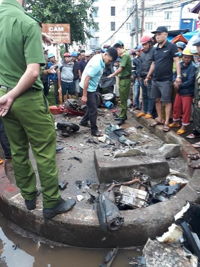 Hiện trường xe khách lao vào chợ, tông hàng loạt người đang mua bán, ít nhất 3 người chết - Ảnh 2.