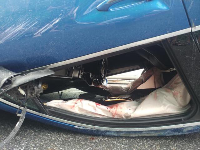 Bắc Ninh: Porsche Macan S lật ngửa ngày mưa bão - Ảnh 2.
