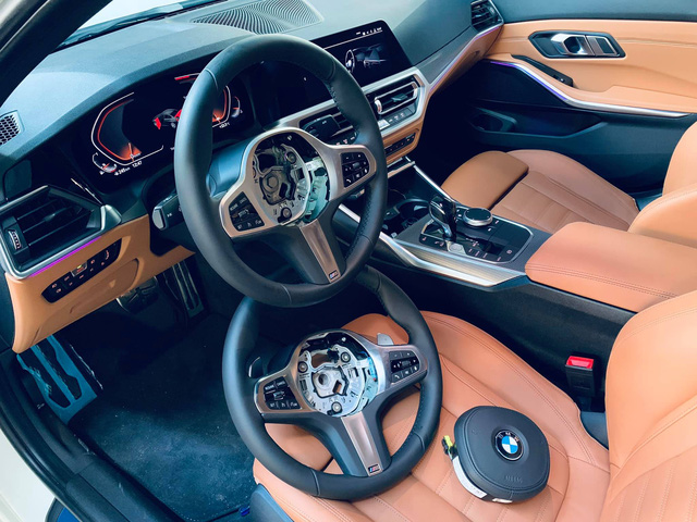BMW 330i M Sport gần 2,4 tỷ đồng chưa đủ thoả mãn, chủ xe vừa lấy khỏi showroom đã nâng cấp loạt 'đồ chơi' hàng hiệu - Ảnh 3.