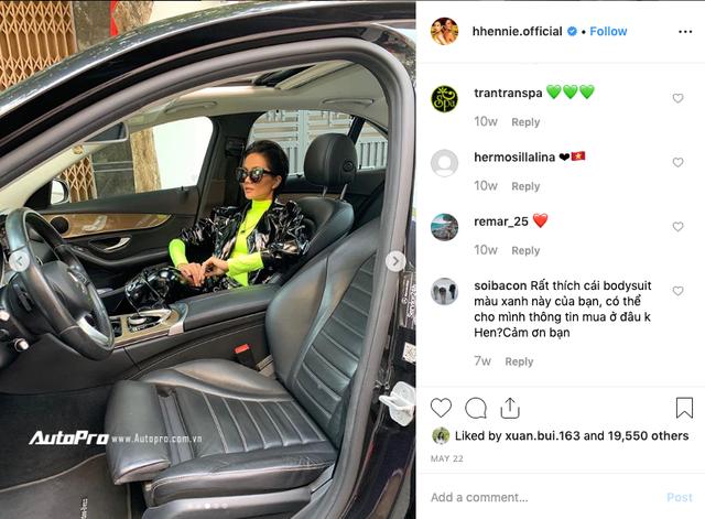 Bị đâm vỡ đèn hậu Mercedes-Benz, Hoa hậu Hhen niê vẫn vui vẻ: Bị hun một cái nhẹ - Ảnh 2.