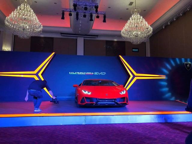 Lamborghini Huracan EVO chính hãng chào hàng đại gia Campuchia - Ảnh 1.