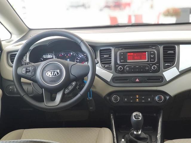 Cắt trang bị, Kia Rondo thêm phiên bản giá rẻ chỉ 585 triệu đồng - Phả hơi nóng tới Mitsubishi Xpander - Ảnh 3.