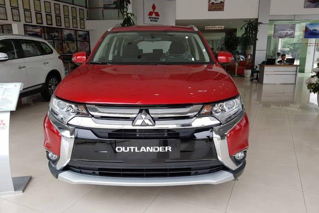 Giảm giá sập sàn tháng Ngâu, Mitsubishi Pajero Sport đua tranh với Toyota Fortuner - Ảnh 2.