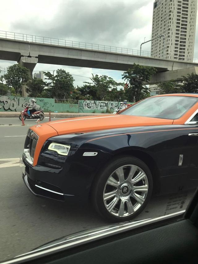Rolls-Royce Dawn độc nhất Việt Nam bị bắt gặp với diện mạo mới lạ nhưng có một chi tiết gây tiếc nuối - Ảnh 2.