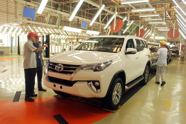 Toyota Fortuner 2019 giảm giá mạnh tại đại lý đón tháng Ngâu, cao nhất 40 triệu đồng - Ảnh 1.