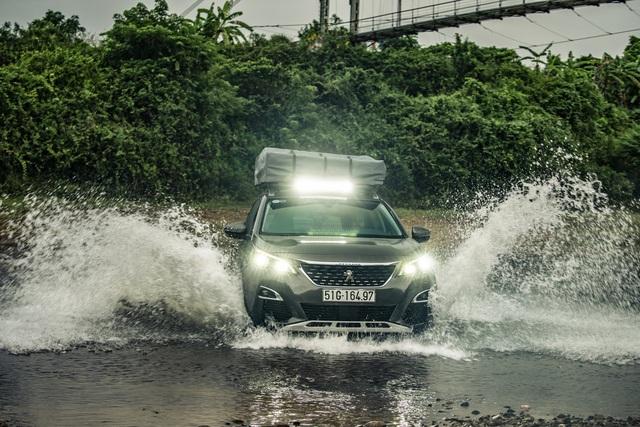 Peugeot 3008 chinh phục đường mòn Hồ Chí Minh - Hình ảnh chất như nước cất từ báo Anh - Ảnh 1.