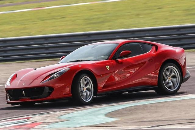 Thách đố fan Ferrari: Đâu là 2 siêu ngựa đang bán chạy nhất? - Ảnh 1.