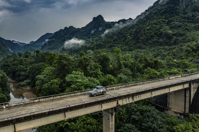 Peugeot 3008 chinh phục đường mòn Hồ Chí Minh - Hình ảnh chất như nước cất từ báo Anh - Ảnh 5.