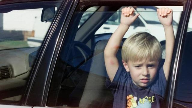 Những kỹ năng thoát hiểm khi bị nhốt trong ô tô mà mọi phụ huynh phải dạy con thật kỹ - Ảnh 2.