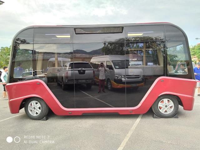 Xe buýt VinFast lộ diện hoàn toàn với ngoại thất toàn kính và nội thất hiện đại như phim viễn tưởng - Ảnh 4.