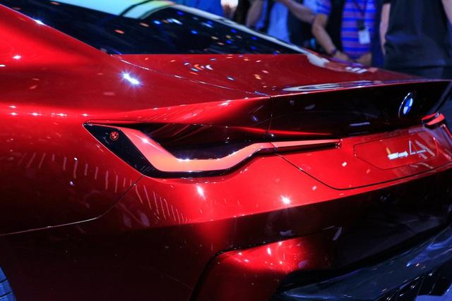 Tưởng chỉ có ảnh chế, ai ngờ BMW ra mắt xe có tản nhiệt to quá đà như thế này - Ảnh 7.