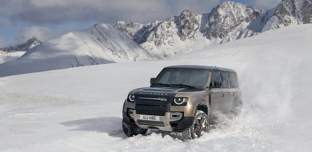 Land Rover Defender chính thức trở lại: Mối nguy thực sự cho Mercedes-Benz G-Class - Ảnh 1.