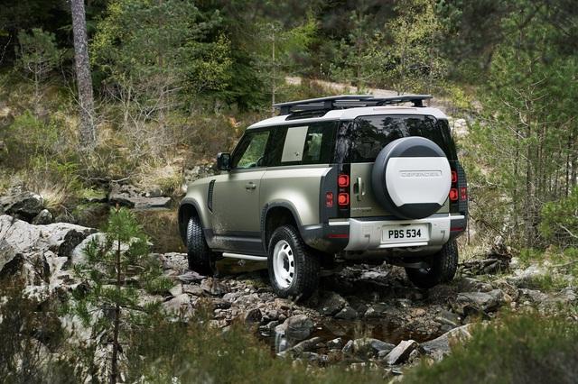 Land Rover Defender chính thức trở lại: Mối nguy thực sự cho Mercedes-Benz G-Class - Ảnh 16.
