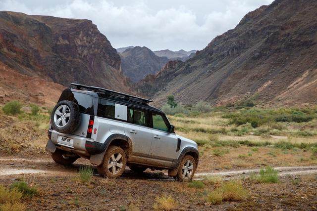 Land Rover Defender chính thức trở lại: Mối nguy thực sự cho Mercedes-Benz G-Class - Ảnh 7.