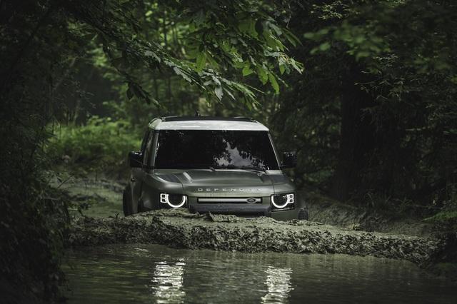 Land Rover Defender chính thức trở lại: Mối nguy thực sự cho Mercedes-Benz G-Class - Ảnh 17.