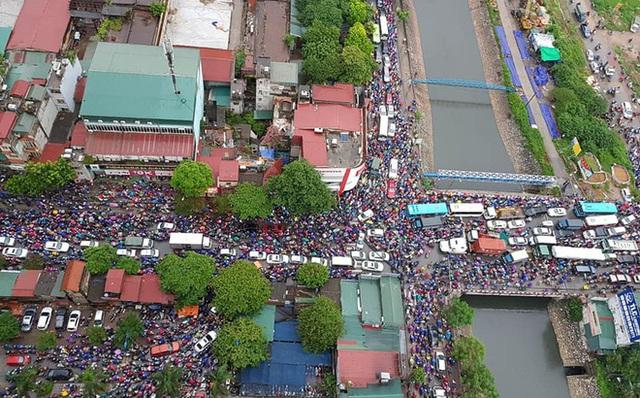 Bức ảnh phản ánh tình trạng giao thông Hà Nội sáng nay khiến nhiều người toát mồ hôi - Ảnh 1.