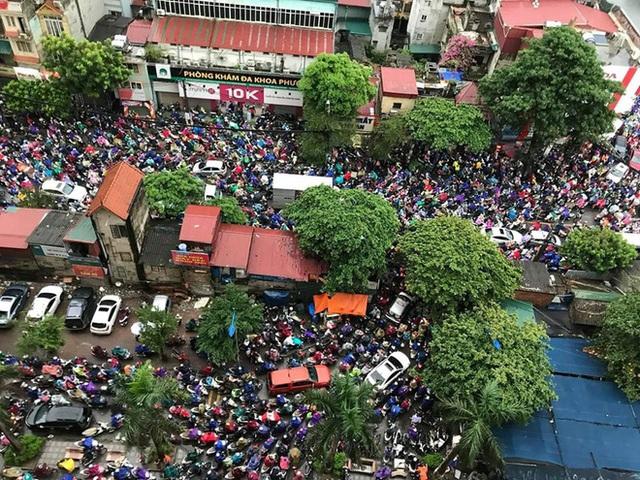 Bức ảnh phản ánh tình trạng giao thông Hà Nội sáng nay khiến nhiều người toát mồ hôi - Ảnh 2.