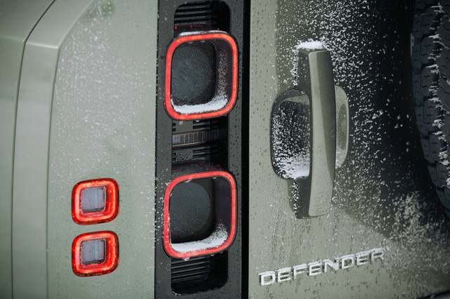 Land Rover Defender chính thức trở lại: Mối nguy thực sự cho Mercedes-Benz G-Class - Ảnh 6.