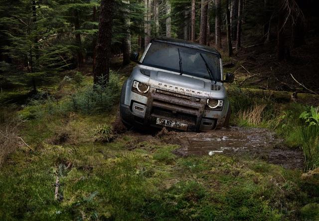 Land Rover Defender chính thức trở lại: Mối nguy thực sự cho Mercedes-Benz G-Class - Ảnh 13.