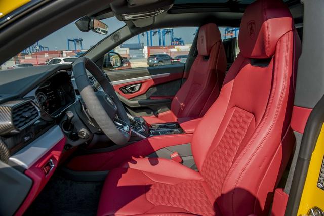 Thêm chiếc Lamborghini Urus mới cứng về đại lý chính hãng, nguồn gốc khiến nhiều người ngạc nhiên - Ảnh 2.