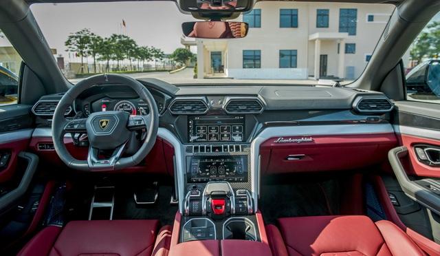 Lamborghini Urus chính hãng thứ 3 về Việt Nam sau chiếc của Minh 'Nhựa' với màu dễ gây hiểu lầm - Ảnh 4.