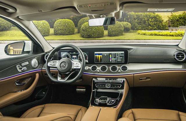 Mercedes-Benz E 300 AMG quay lại Việt Nam, giá hơn 2,8 tỷ đồng - Ảnh 2.