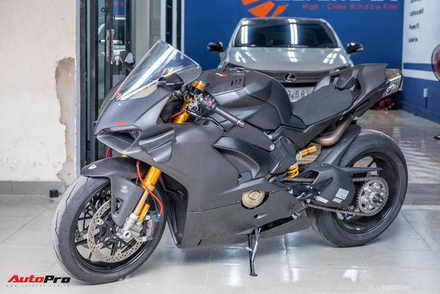 Ducati V4S độ hơn gần 800 triệu tiền đồ chơi chủ nhân người Sài Gòn - Ảnh 1.