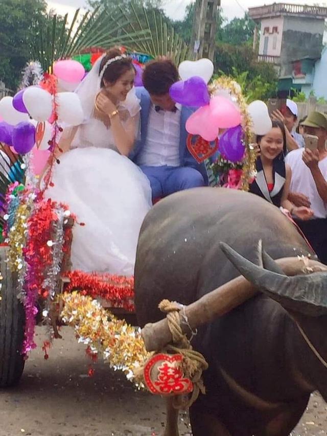 Trong ngày cưới, xe rước dâu của chú rể khiến cả xóm làng xôn xao, thích thú - Ảnh 6.