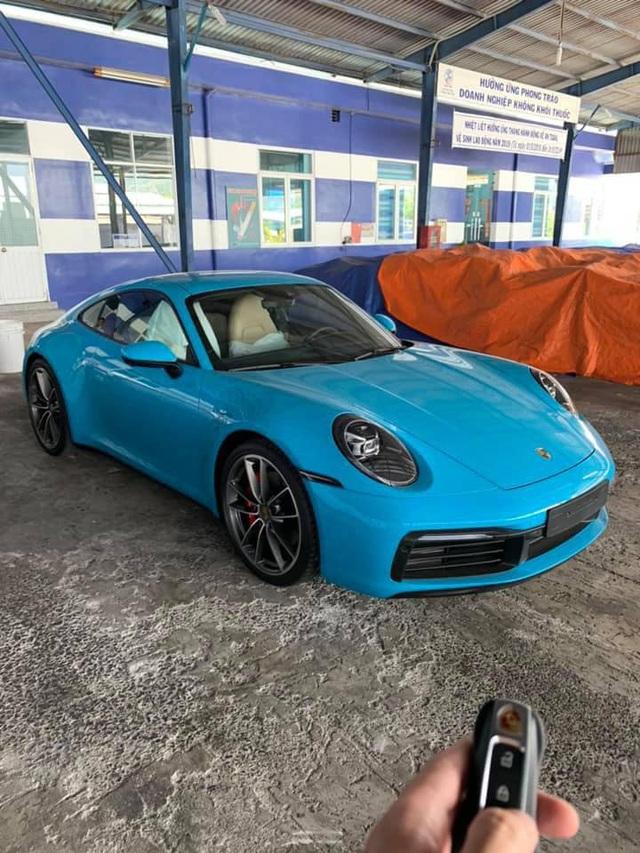 Porsche 911 Carrera S màu xanh độc nhất Việt Nam về tay dân chơi Nha Trang - Ảnh 1.