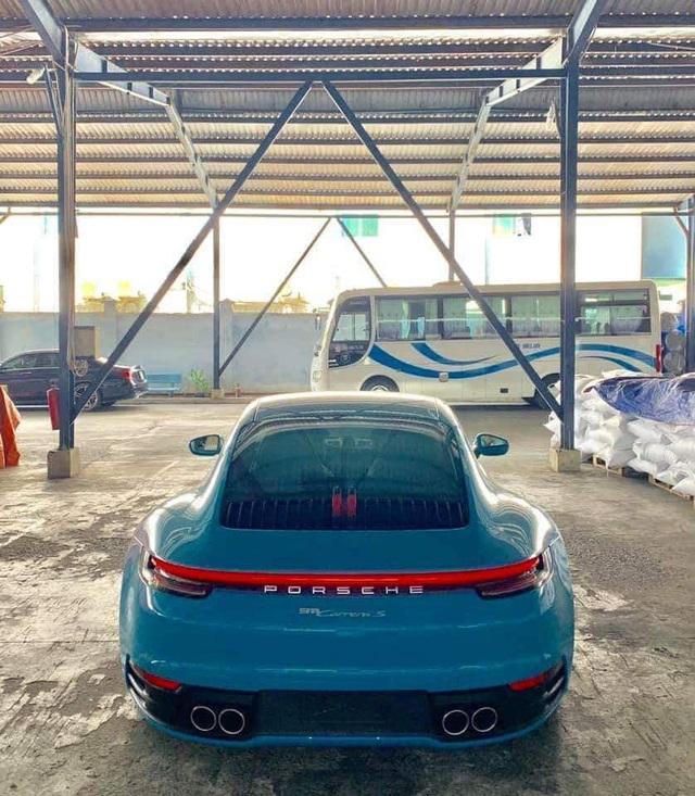 Porsche 911 Carrera S màu xanh độc nhất Việt Nam về tay dân chơi Nha Trang - Ảnh 2.
