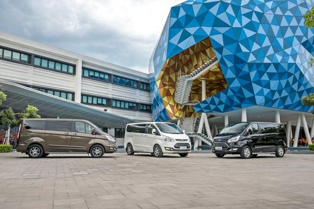 Ford Tourneo chốt giá từ 999 triệu, cạnh tranh Kia Sedona với giá thấp hơn 130 triệu đồng - Ảnh 1.