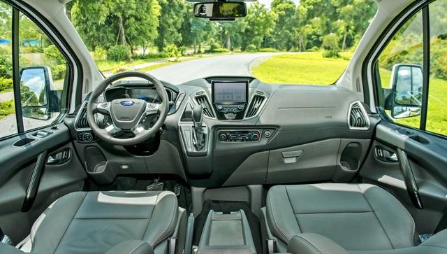 """Cùng tầm tiền 1,1 tỷ đồng, chọn Ford Tourneo """"full option"""" hay Kia Sedona tiêu chuẩn? - Ảnh 3."""