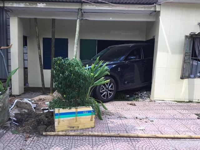 Nam thanh niên Thái Bình lùi xe Mazda CX-5 sập tường nhà bố mẹ - Ảnh 2.