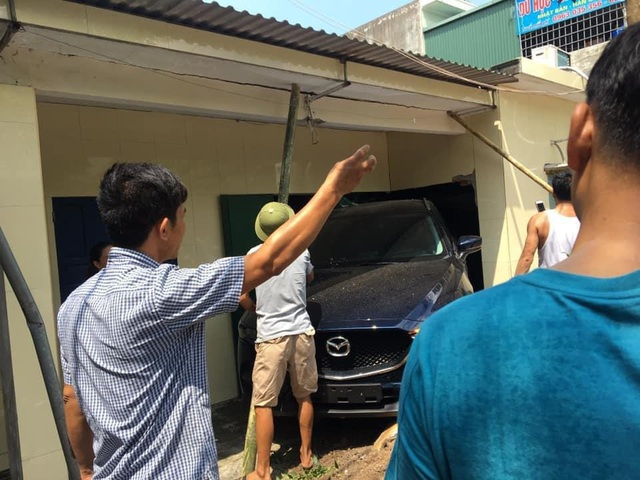 Nam thanh niên Thái Bình lùi xe Mazda CX-5 sập tường nhà bố mẹ - Ảnh 3.