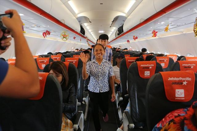 """Tranh cãi việc bà Tân Vlog đưa bánh Trung thu """"siêu to"""" lên máy bay Jetstar - Ảnh 1."""
