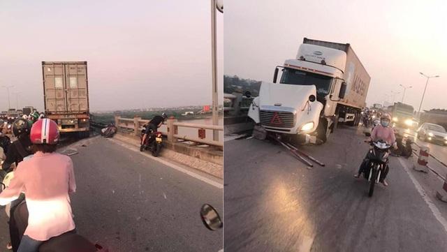 Clip: Thời điểm xảy ra vụ container mất lái tông hàng loạt xe máy trên cầu Thanh Trì - Ảnh 1.