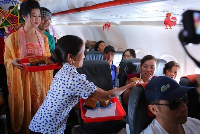 """Tranh cãi việc bà Tân Vlog đưa bánh Trung thu """"siêu to"""" lên máy bay Jetstar - Ảnh 5."""