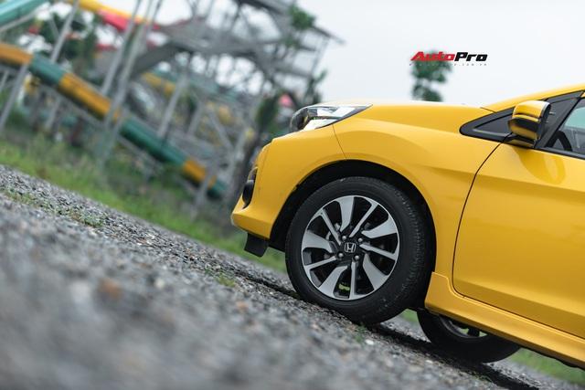Một ngày sống trọn với Honda Brio: Phát hiện 10 điều cần biết trước khi mua, nhược điểm thứ 2 gây tranh cãi - Ảnh 8.