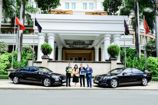 Khách sạn Sài Gòn chịu chơi, tậu liền 4 xe Mercedes-Benz S450 L để phục vụ khách hàng - Ảnh 1.