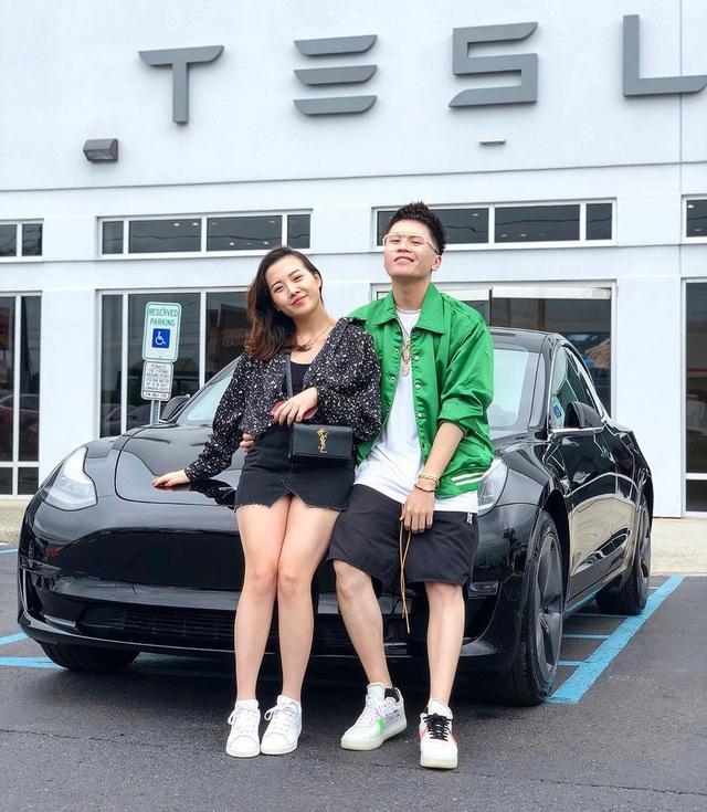 Vlogger Benjamin Trần tậu Tesla Model 3, tiết lộ không mua màu trắng vì giống Toyota Vios - Ảnh 1.