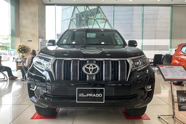 Toyota Land Cruiser gặp khó về Việt Nam, đại lý lại tranh thủ làm giá kiếm lời - Ảnh 2.