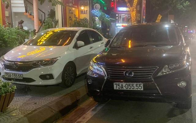 Ảnh: Cận cảnh những chiếc xe sang đeo biển số VIP ở Huế - Ảnh 4.