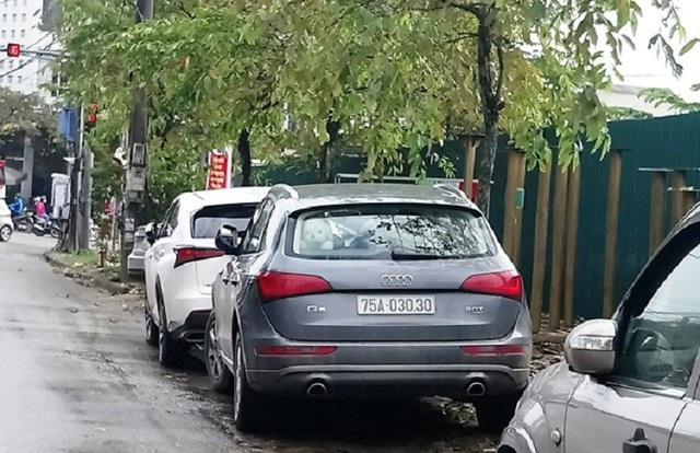 Ảnh: Cận cảnh những chiếc xe sang đeo biển số VIP ở Huế - Ảnh 5.