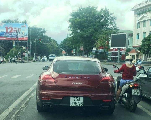 Ảnh: Cận cảnh những chiếc xe sang đeo biển số VIP ở Huế - Ảnh 8.