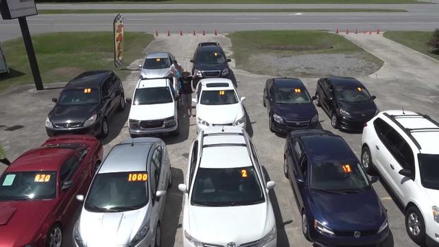 YouTuber mua 12 xe ô tô tổng trị giá cả trăm ngàn USD tặng người không quen biết - Ảnh 2.