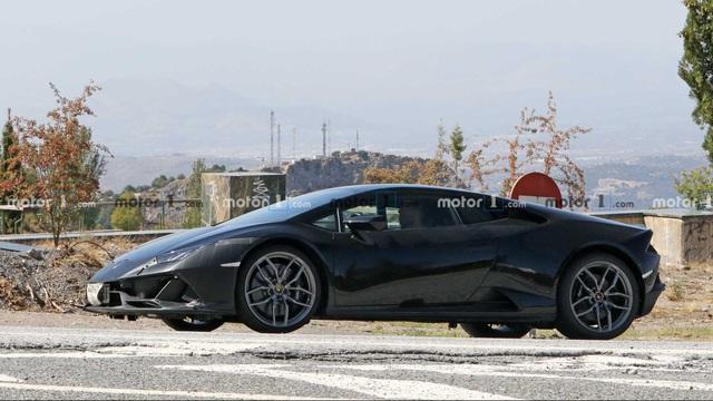 Lamborghini Huracan chạy thử với nhiều chi tiết đáng ngờ - Ảnh 3.